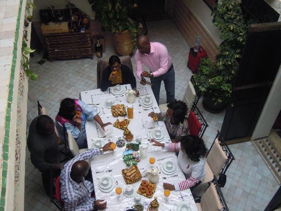 Riad Ain Marrakech : le petit déjeuner au Riad avant la visite au souks
