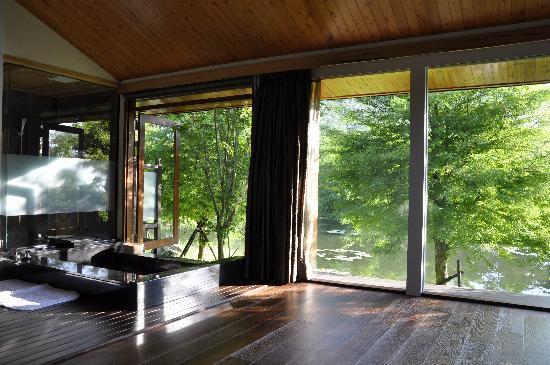 Ardennes Villa: 陽光灑進房間的一隅