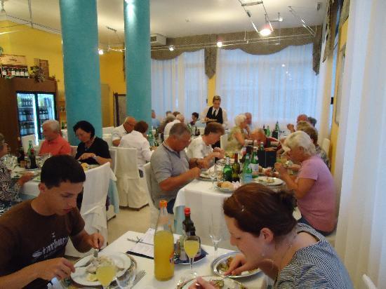 هوتل جاردينيا: restaurant