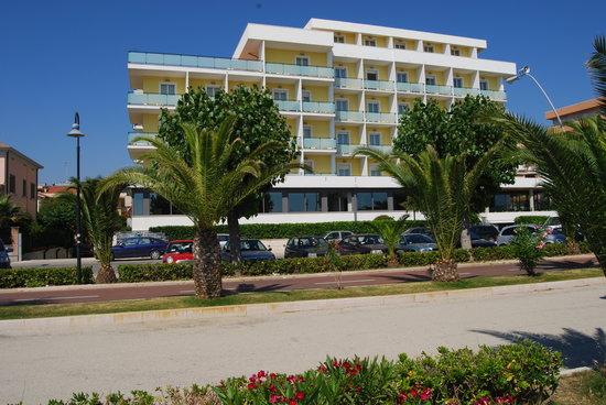Alba Adriatica, Italia: veduta esterna dell'hotel