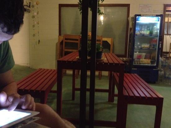 Khaosan Baan Thai: iPad time ;-) wifi free here !