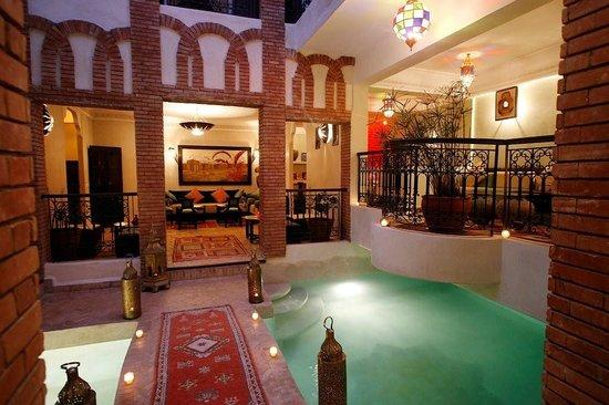 Riad Al Rimal: patio