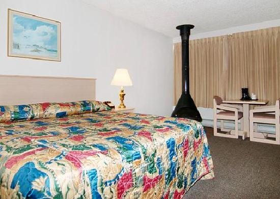 Rodeway Inn & Suites: getlstd_property_photo