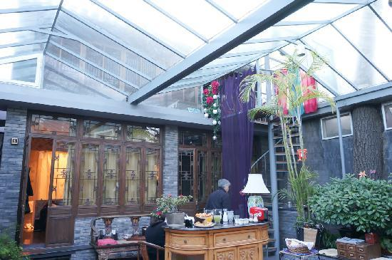 Kellys Courtyard: indoor courtyard