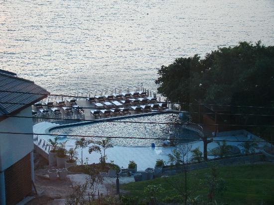Pinnacle Koh Tao Resort: Pool vom Bungalow aus gesehen