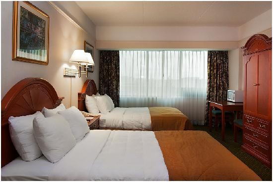 Clarion Hotel & Conference Centre: Two Queen Bed Room