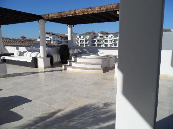 Cabo Azul Resort: part of outdoor patio