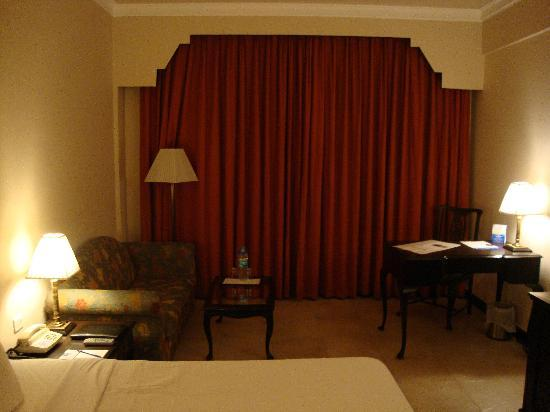 Howard Plaza The Fern Agra: Spacious Room