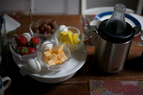 The Burgundy Bed and Breakfast: Breakfast Fruit