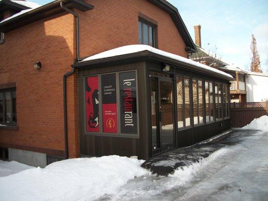 Le Restaurant: entrée arrière