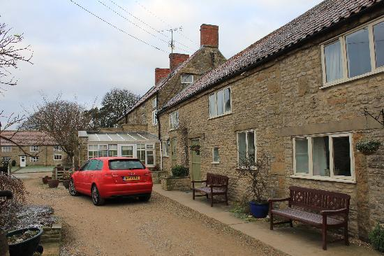 Rectory Farm and Holiday Cottages: The two cottages and farmhouse
