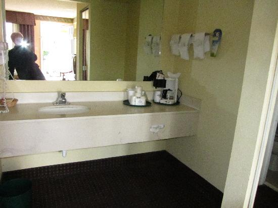 Days Inn Historic Downtown: Dressing area