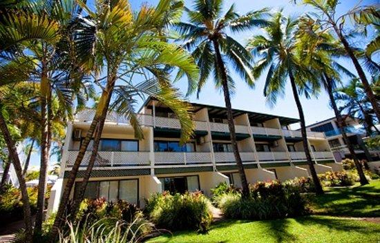 Beachfront Terraces: Port Douglas Beachfront Terrace