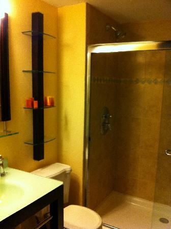 Bayfront Inn 5th Ave: bathroom
