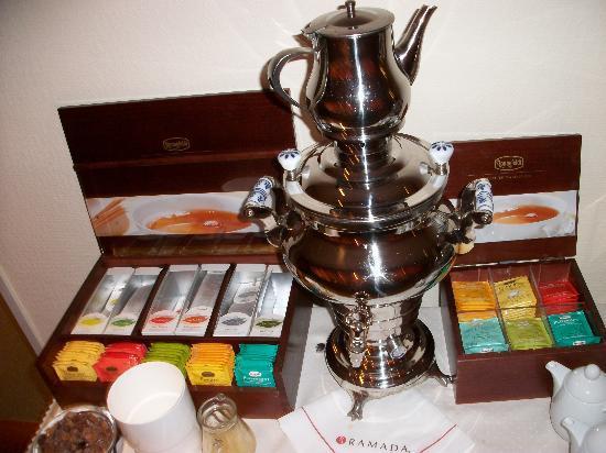 ACHAT Premium Dresden: Teebar