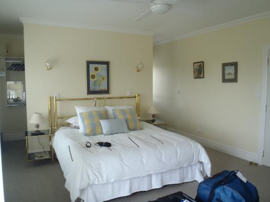 Clouds Luxury House: bedroom