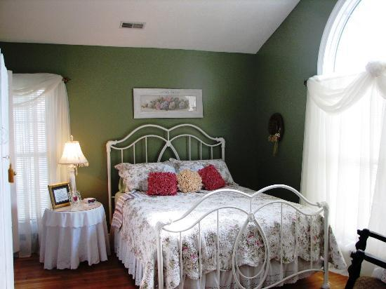 The Hill House Bed & Breakfast: The Valentine Room