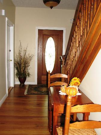 The Hill House Bed & Breakfast: Hallway