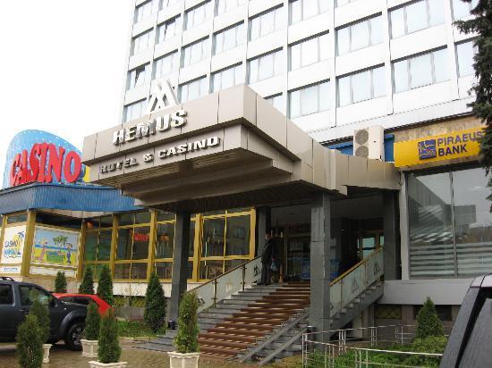 Hemus Hotel: Hotel enterance