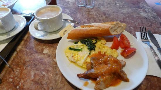 Breakfast at DeliFrance(2)