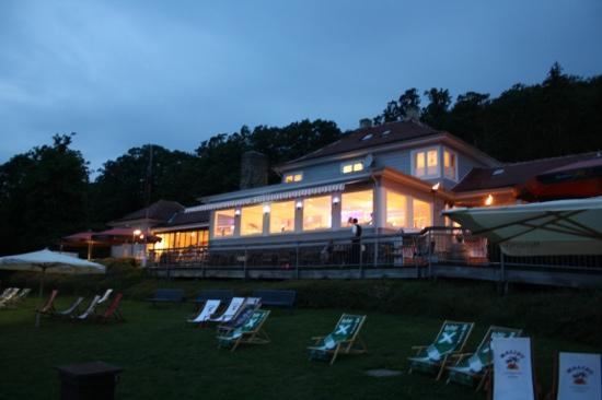 Strandhaus No. 12: Abendstimmung am Edersee