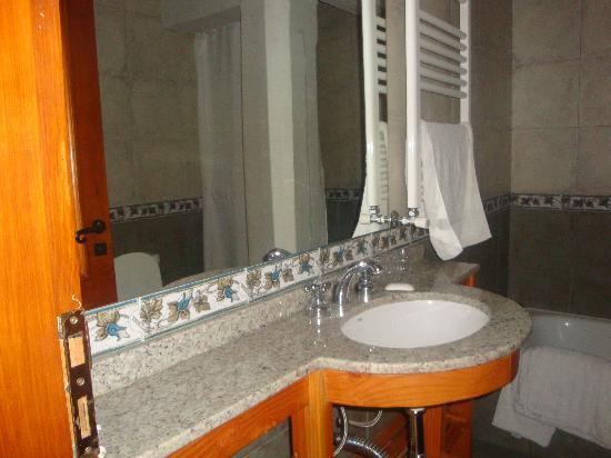 Las Marianas Hotel: Baño