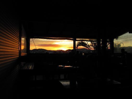 Banana Bender Backpackers: sunset seen from the veranda