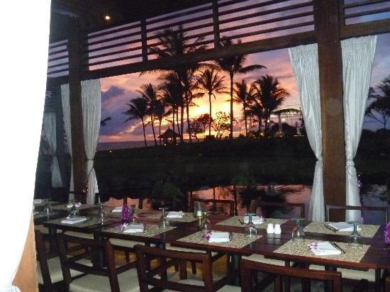 Pan Pacific Nirwana Bali Resort : nice restaurant and sunset