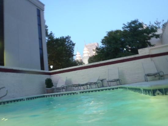 Salt Lake Plaza Hotel: You Can See the Temple when you're swimming