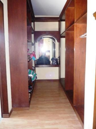 Kahuna Beach Resort and Spa: closet