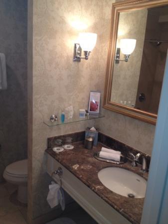 Omni La Mansion del Rio: 422 bathroom