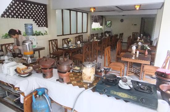 Duta Guest House: 朝のビュッフェ