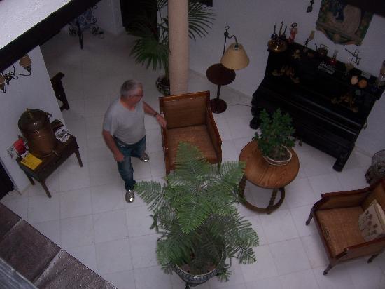 Hotel Jardin de la Muralla: Main hallway