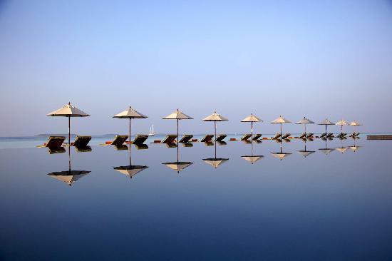Anantara Kihavah Maldives Villas: Manzaru Pool