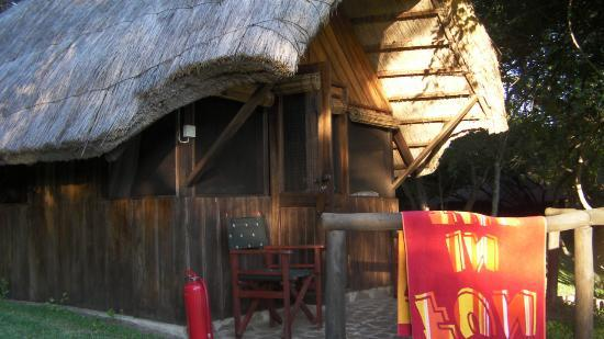 Kubu Cabins: Cabins overlook the river
