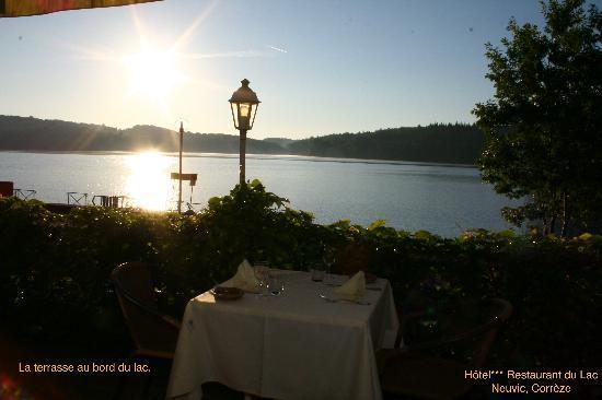 Hotel du Lac : La terrasse au bord du lac.