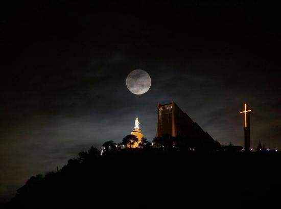 Nuestra Señora de Harissa: Harissa at night