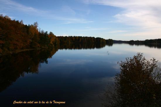 Hotel du Lac : Coucher du soleil sur le lac de la Triouzoune.