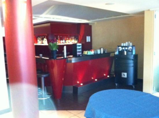 Best Western Hotel Continental : Bar all'entrata