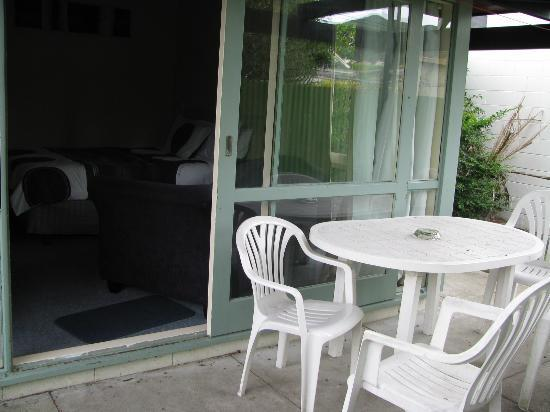 Rolleston Motel: Outside looking in