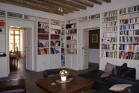 Villenouvelle, France : bibliothèque
