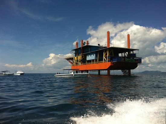 Seaventures Dive Rig: beautiful day at the rig