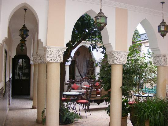 Riad Villa Harmonie: Courtyard