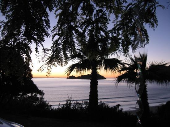 Rangimarie Beachstay: Sunrise in Anaura Bay