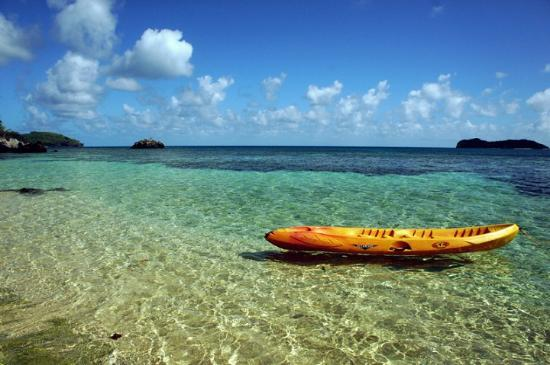 Mai Dive - Astrolabe Reef Resort: Kayak on our private beach