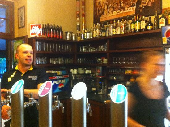 Na Kvetnici: insede bar
