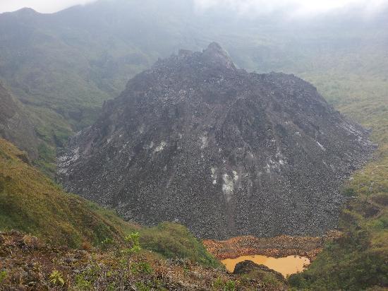 Kelud Volcano : Le dome de lave du Mont Kelud et le reste du lac de souffre
