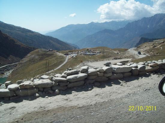 Rohtang Pass: View of Marhi while going up