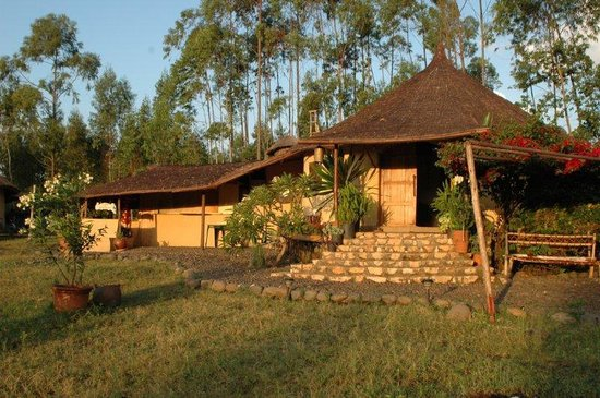 Eco-Omo Lodge: L'ingresso del villaggio eco omo
