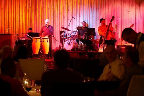 Pigalle Restaurant: live band